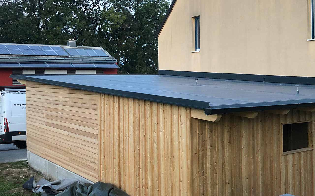 Das ist ein Foto von einem Carport Dach