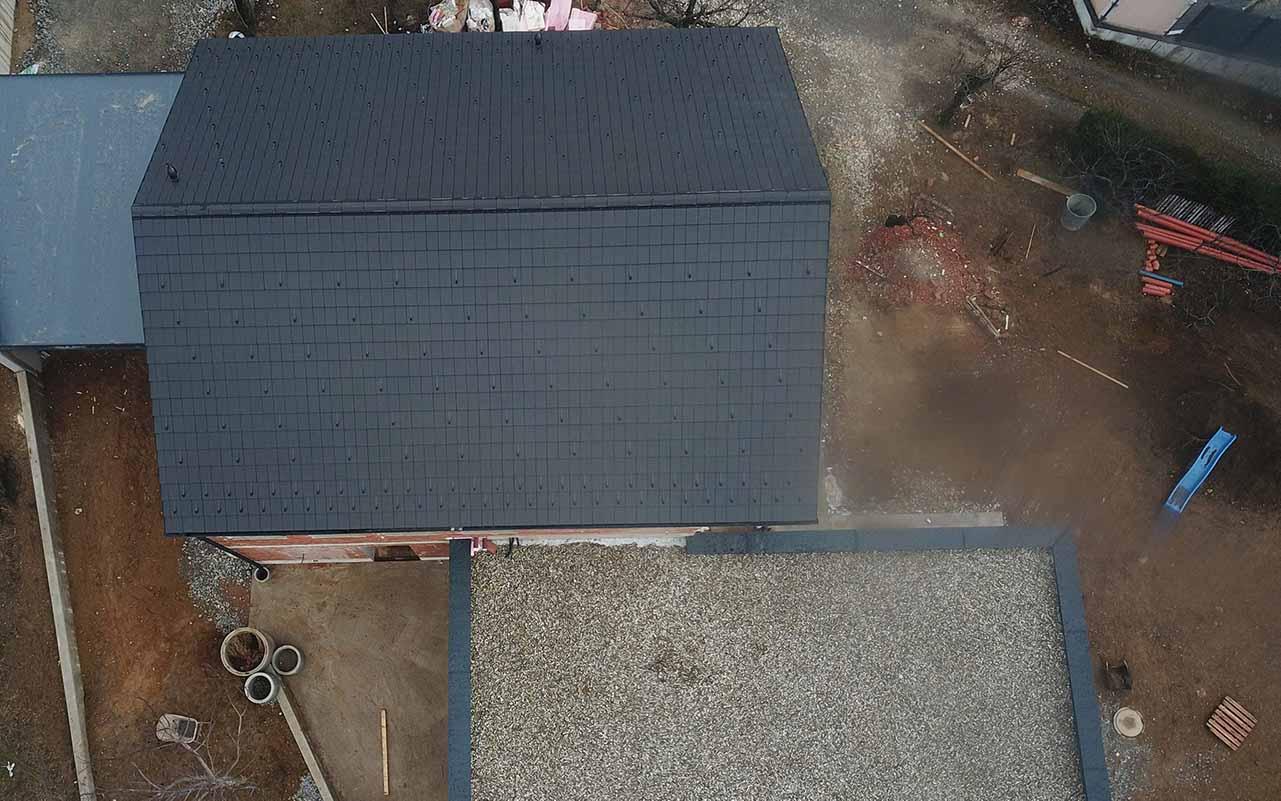 Das ist ein Foto von einem Creaton Domino Dach