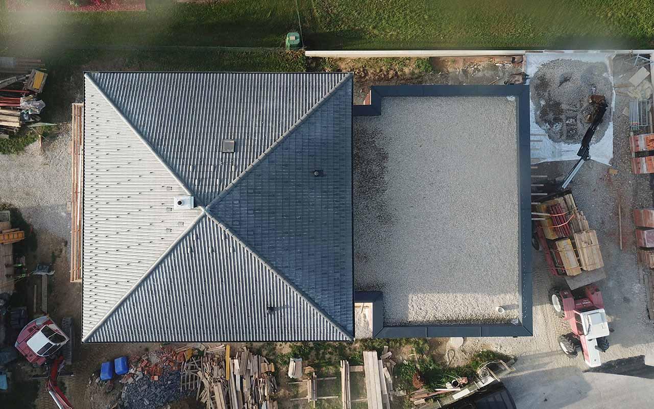 Das ist ein Foto von einem Eternit Heidelberger Betondachstein Dach