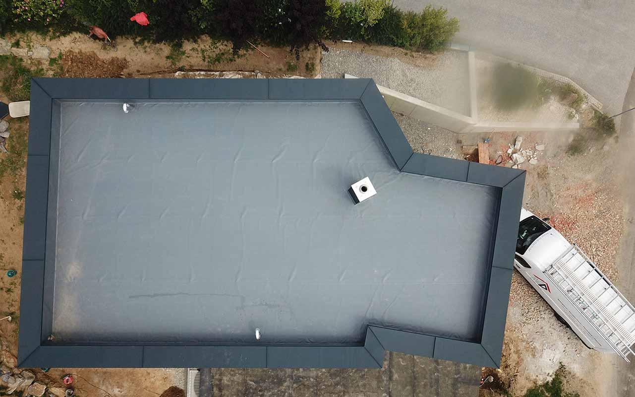 Das ist ein Foto von einem Flachdach Dach