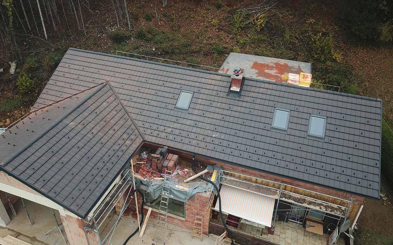 Das ist ein Foto von einem Tondach Figaro Engobe Dach