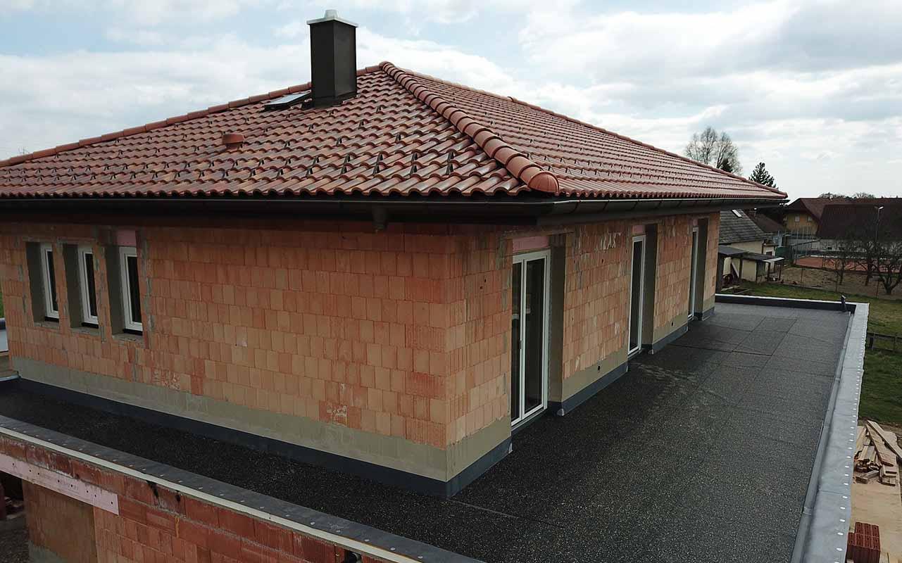 Das ist ein Foto von einem Tondach Mediteran Tricolore Dach