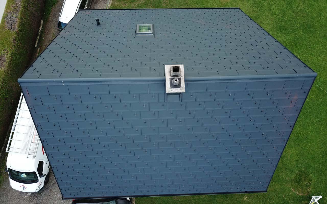 Das ist ein Foto von einem Prefa Dachplatten Dach